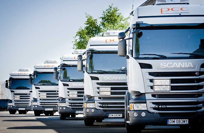 5 Trucks der PCC Autochem in Reihe