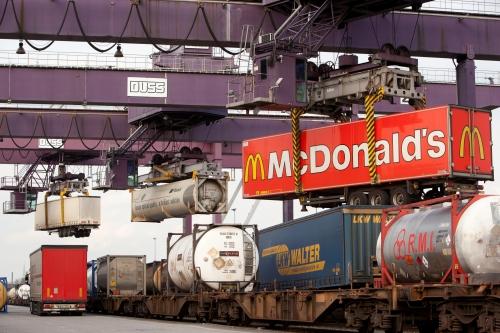 Pressefoto_Intermodal Hupac und Kombiverkehr starten gemeinsames Zugprodukt im Polenverkehr_Duisburg DUSS Terminal