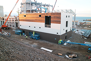 PCC BakkiSilicon - Das Hauptelektrohaus ist fertig gedämmt und wird verkleidet.