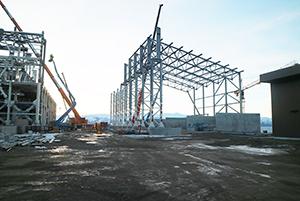 PCC BakkiSilicon - Der Stahlbau für die Siliziumlagerhalle schreitet voran.
