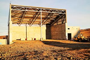 PCC BakkiSilicon - Das Rohstofflager für Woodchips wurde auf der ersten Terrasse fertiggestellt.