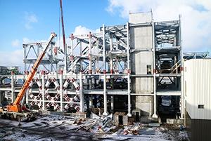 PCC BakkiSilicon - Im Ofenhaus ist die Montage des Stahlbaus bis zur Ebene +22,9m weit fortgeschritten.