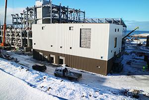 PCC BakkiSilicon - Das Hauptelektrohaus ist fertig verkleidet. Der Innenausbau hat begonnen.