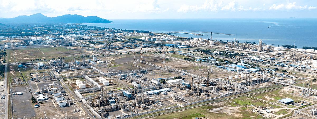 Integrierter Petrochemie-Komplex der PETRONAS Chemicals Group Berhad. Dort planen wir gemeinsam den Bau einer neuen Produktionsanlage.